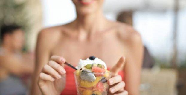 5 alimentos que auxiliam na limpeza da sua boca